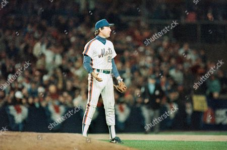 New York Mets third baseman Ray Knight reacts to his seventh inning throwing error which enabled Jim Rice to reach base and Marty Barrett to go to third in the sixth game of the World Series at Shea Stadium, New York. Barrett subsequently scored the third run of the game for the Red Sox