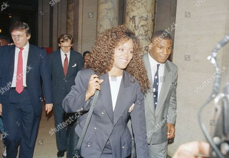 Mike Tyson, Robin Givens Heavyweight champion Mike Tyson, right, and his wife Robin Givens leave New York State Supreme Court in New York, after reaching an interim agreement with his manager Bill Cayton, to decide how to divide the purse from the Michael Spinks fight. Both sides will meet again on Tuesday to either announce a final settlement or renew talks