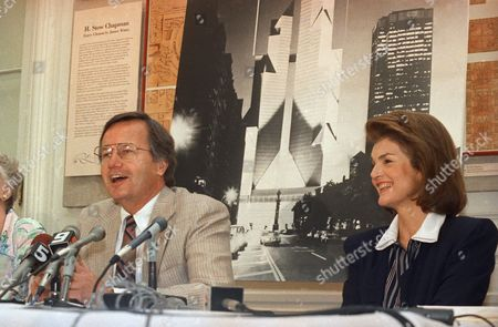 Jacqueline Onassis, right, and Bill Moyers appear at news conference to announce the formation of a coalition to support the Municipal Art Society's lawsuit to block the New York Coliseum project