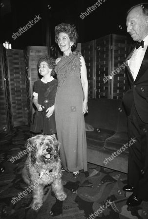"""First lady Nancy Reagan with Annie, Aileen Quinn and the dog Sandy at the premier of movie, """"Annie"""" at Radio City Music Hall in New York on"""