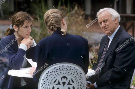 Harriet Walter and Katrina Levon with John Thaw in 'Morse' - 1993 Episod: 'The Day of the Devil'