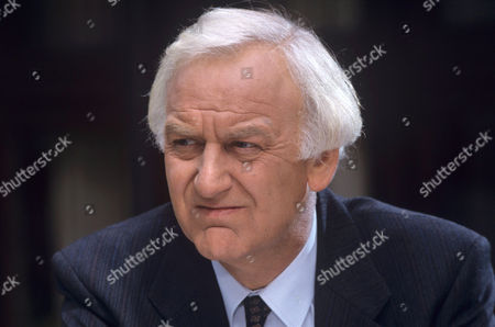 John Thaw in 'Morse' - 1993 Episod: 'The Day of the Devil'