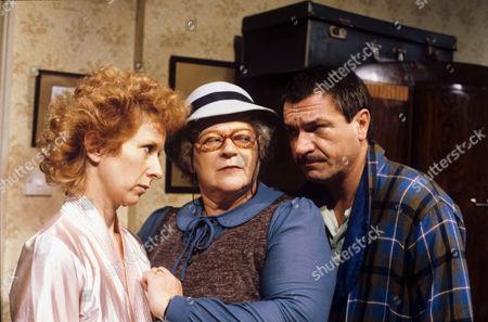 Susan Tracy, Lila Kaye and Michael Elphick in 'Grandma' - 1983