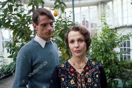 'Brideshead Revisited' 1981 - Jeremy Irons and Claire Bloom