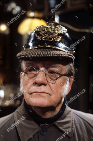 Bill Owen in 'Tales Of The Unexpected' - 1982 Episode: 'The Moles'