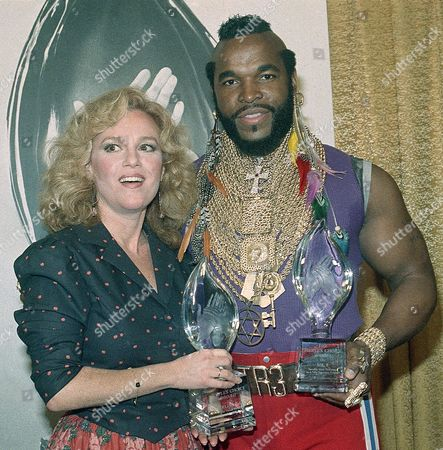 """Madeline Kahn, Mr. T, Laurence Tureaud Comedic actress Madeline Kahn and Mr. T of """"The A Team"""" rejoice after receiving their awards for favorite female and male performers in a new awards show, the People's Choice Awards, in Santa Monica, Calif"""
