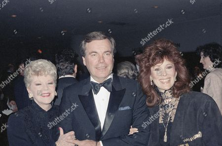 Actor Robert Wagner appears at tribute to late Spencer Tracy, in New York City. He is flanked by actresses Claire Trevor, left, and Jill St. John