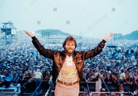 Stephen Wozniak, the driving, creative force and principal financial backer of the U.S. Festival, gestures with happiness from the stage Monday night, as the three-day rock concert nears end at Glen Helen Regional Park in Devore, Calif