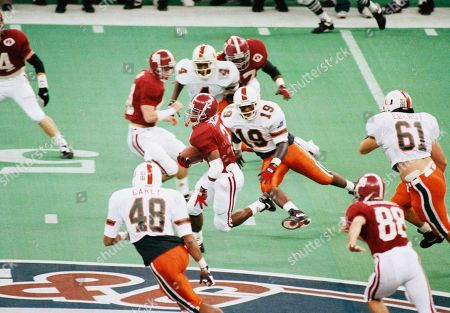 Alabama kick returner David Palmer (2) returns a punt during the first quarter of the Sugar Bowl as Miamis Marcus Carey (48), Paul White and C.J. Richardson (19) chase him down, New Orleans, La
