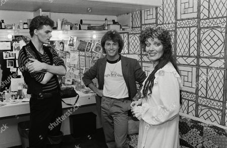 "Andy Gibb, center, visits backstage on in New York, with Maureen McGovern, right, and Patrick Cassidy, star of ""The Pirates of Penzance"" on Broadway"