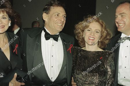 Madeline Kahn, Ron Liebman Actors Madeline Kahn and Ron Liebman are shown at the Tony Awards in New York, . Others are unidentified