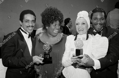 "Ben Harney, Jennifer Holliday, Liliane Montevecchi Best actors and actresses in a musical pose with Tony Awards in New York, . From left: Ben Harney and Jennifer Holliday, best actors in ""Dreamgirls""; Liliane Montevecchi, best supporting actress in ""Nine"", and Cleavant Derricks, best supporting actor in ""Dreamgirls"