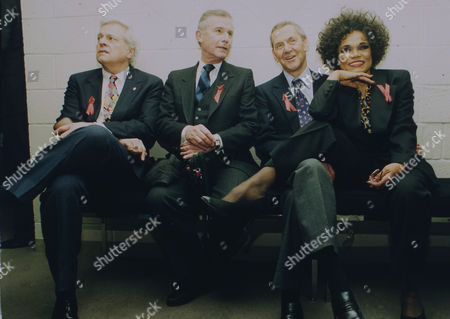 1993 image of U.S. American singer and actress Eartha Kitt, posing with Tony Randall, Roddy McDowall and Robert Osborne, from right to left