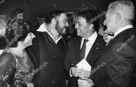 """Italian Tenor Luciano Pavarotti and his wife Adua, left, talk with conductor Zubin Mehta at a pre screening party for the movie """"Yes, Giorgio"""" in which Pavarotti plays the lead role, in New York, USA. The film will open Friday September 24, in the theaters around the country. Right stands actor Eddie Albert"""