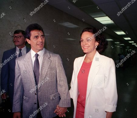 Valerie Harper, Tony Cacciotti Actress Valerie Harper, left, and her husband, Tony Cacciotti, arrive at Los Angeles County Court for the start of proceedings in the actress' lawsuit against Lorimar Productions
