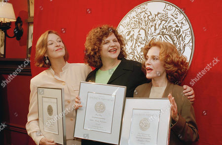 """Wasserstein Kahn Alexander Playwright Wendy Wasserstein is flanked by actresses Jane Alexander, left, and Madeline Kahn, right, as they pose with their Antoinette Perry """"Tony"""" Award nomination certificates in New York, . The three were cited for their work on Wasserstein's """"The Sisters Rosensweig"""" on Broadway"""