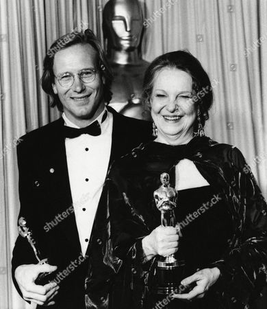 Stock Photo of William Hurt, Geraldine Page William Hurt, who won Oscar for best actor for ?Kiss of the Spider Woman,? and Geraldine Page, who won Oscar for best actress for ?The Trip to Bountiful? pose with their Oscar at Academy Awards in Los Angeles on