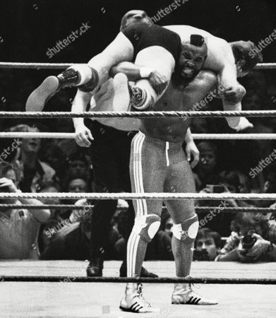 """Mr. T, Laurence Tureaud, Rowdy Roddy Piper, Roderick George Toombs Actor Mr. T carries Rowdy Roddy Piper on his shoulders during """"Wrestlemania,"""" a wrestling show, at New York's Madison Square Garden"""