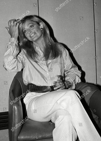 """Actress Farrah Fawcett-Majors smiles during a press conference in Chicago, . She is in Chicago publicizing the upcoming movie """"Sunburn"""