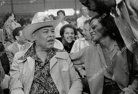 Singer Diana Ross greets former heavyweight boxing champion Joe Louis, at left, at Caesars Palace in Las Vegas where both were on hand to watch the Larry Holmes-Earnie Shavers heavyweight championship fight