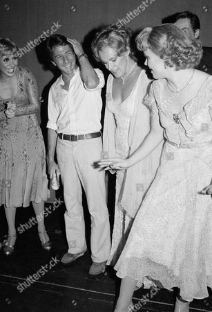 """Dustin Hoffman, Karen Prunczik Karen Prunczik, right, of """"42nd Street"""" shows Dustin Hoffman, second from left, how to tap dance backstage at Winter Garden Theater in New York, after performance of """"42nd Street"""". Wanda Richert, left, and Tammy Grimes, second from right, both members of the """"42nd Street"""" cast, look on"""