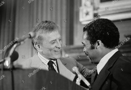 "Actor Kirk Douglas, left, presents an award to Newark Mayor Kenneth Gibson, for ""greatest public service by an elected or appointed official"" on in Washington. The award, given on behalf of the American Institute For Public Service, is the Jefferson Award"