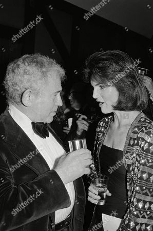 """Watchf Associated Press Domestic News New York United States APHS56582 MAILER ONASSIS Author Norman Mailer chats with Jacqueline Onassis Wednesday, February 22,1978 at a publisher's party for the late Author James Jones in New York. The party was to mark the publishing of Jones last Novel before his death, """"Whistle"""