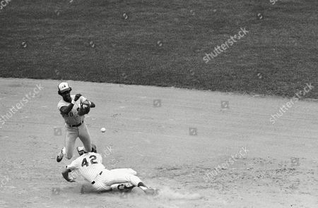 Montreal Expos second baseman Dave Cash smiles as he gets a lift off New York Mets Ron Hodges after Hodges was forced at second base on Joel Youngblood's grounder to third baseman Larry Parrish in in New York