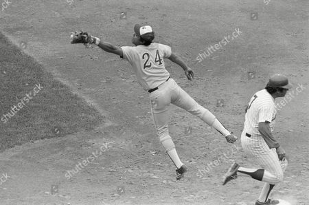 Ed Kranepool, Tony Perez Ed Kranepool of the New York Mets is safe on first base as first baseman Tony Perez of the Montreal Expos extends himself for the wide throw from second baseman Dave Cash in New York, . Kranepool hit a grounder to Cash