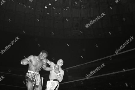 Editorial photo of Miguel Paez vs George Foreman, Oakland, USA