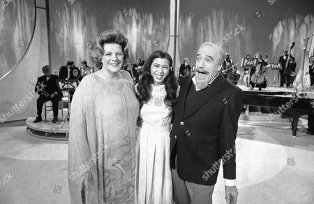 """Conductor Mitch Miller performs for photographers with singers Rosemary Clooney, left, and Irene Cara during a rehearsa, in New York for his NBC-TV special. The special, is called """"The Mitch Miller Show: A Sing Along Sampler."""" Miss Cara is known for her performance in the film """"Fame"""