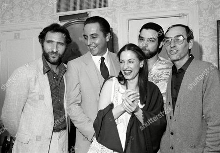"""Patinkin LuPone Hirch Wilson Actors from left, Judd Hirsch, Bob Gunton, Patti LuPone and Mandy Patinkin, pose with Lanford Wilson, playwright of """"Talley's Folley,"""" which was honored as best play at the 1980 New York Drama Critics' Circle Awards in New York. Wilson, the Tony Award and Pulitzer-Prize winning playwright of such plays as """"The Hot L Baltimore,"""" """"Burn This,"""" """"Fifth of July"""" and """"Talley's Folly,"""" died, in New York. He was 73"""