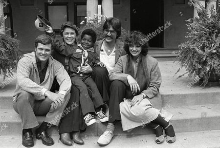 "Coleman North Chapin Peterson Ca Star of ""Diff'rent Strokes,"" Gary Coleman, center, and other former child stars pause during the filming of a made-for-television movie, ""Scout's Honor,"" in Los Angeles, . From left to right: Jay North, who was ""Dennis the Menace""; Lauren Chapin who played Kathy in ""Father Knows Best""; Paul Peterson who played Jeff in ""The Donna Reed Show""; and Angela Cartwright who played Linda in ""Make Room For Daddy"