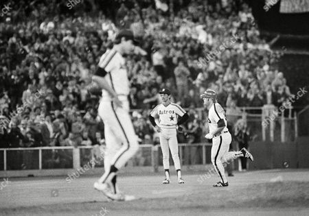 Phillies Greg Luzinski, right, rounds bases while pitcher Ken Forsch, left, and shortstop Craig Reynolds wait during the sixth inning of a NL playoff game against the Houston Astros, Philadelphia, Pa. Pete Rose scored ahead of Luzinski to give the Phillies a 2-1 lead