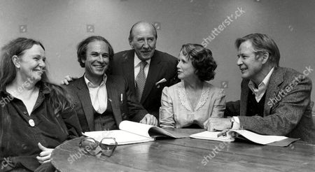 "Harris Page Brisson Torn Higgins Theatrical producer Freddie Brisson, center, is seen with the stars of his new production ""Mixed Couples"" as rehearsals begin at the Minskoff rehearsal studio in New York City, Wednedsay, . From left are, Geraldine Page, Rip Torn, Brisson, Julie Harris and Michael Higgins"