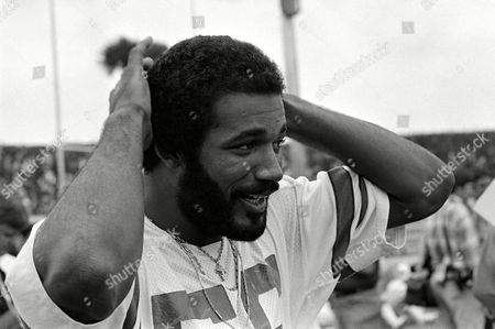 Dallas Cowboy's linebacker Thomas Henderson fixes his hair prior to facing the cameras on at Yankee Stadium in Fort Lauderdale, Fla. as the defending world champions had their picture day for the press. Dallas meets the Pittsburgh Steelers in the Orange Bowl in Miami Sunday for Super Bowl XIII