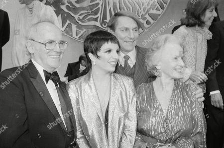 """Hughes Minnelli Cullum Tandy From left to right: actors Barnard Hughes, Liza Minnelli, John Cullum and Jessica Tandy pose together on the stage at the Shubert Theater in New York after receiving their Tony Awards, . Ms. Minnelli won best actress in a musical for """"The Act,"""" Ms. Tandy won best actress for """"The Gin Game,"""" Mr. Cullum won best actor in a musical for """"On The Twentieth Century,"""" and Mr. Hughes won best actor in a play for """"Da"""