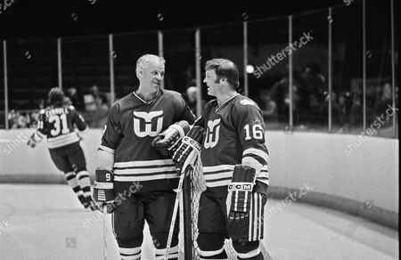 Hartford Whalers' star Gordie Howe, left, and Bobby Hull, right, have a chat as Hartford Whalers practice before their NHL game with the Washington Capitals