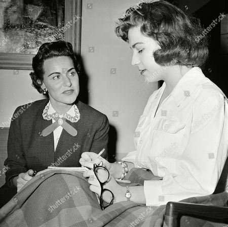 "Mary Ellen Davenport, San Angelo reporter, interviews Abigail Van Buren, who is famous for her ""Dear Abby"" column at Austin, Texas on . Miss Van Buren was in Austin to attend the Headliners Award dinner"
