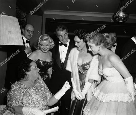 """Joe Di Maggio, Shirley Jones, Cleo Moore, Elsa Maxwell, Linda Darnell Famed party-giver Elsa Maxwell looks up to chat with Joe DiMaggio of baseball fame and three actresses at the """"Ball of the Year,"""" a benefit for the Boys Towns of Italy, held at the Waldorf-Astoria hotel in New York, . The actresses are, left to right, Cleo Moore, Linda Darnell and Shirley Jones. DiMaggio later crowned Miss Jones as Queen of the Boys Towns of Italy"""