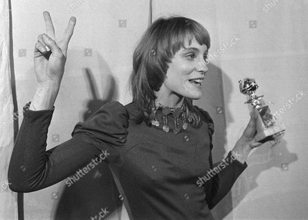 """Actress Carrie Snodgress, shown with the Golden Globe she won for best actress in a musical or comedy in Los Angeles on Feb.5. 1971, has died. Snodgress was hospitalized at the University of California Medical Center in Los Angeles, awaiting a liver transplant when she died of heart failure April 1, her manager, Sidney Craig, said . She won the award, and an Academy Award nomination, for her role in """"Diary of a Mad Housewife.'' She was 57"""