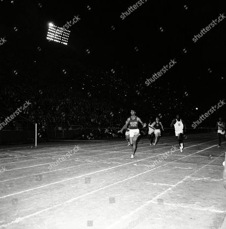 World record holder, Henry Carr of Arizona State wins the 200-meter sprint in Coliseum relays at Los Angeles, beating Bob Hayes, right, of Florida A&M, the world's best 100-yard dash man. Third was Dave Morris, center, dark jersey, of southern California. Carr was timed in 20.6 and Hayes in 20.8