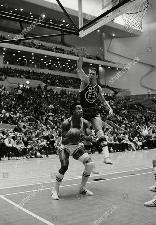 Piston Dave Bing has a problem as San Francisco's Jeff Mullins rises to the occasion during Saturday's second period in Detroit on