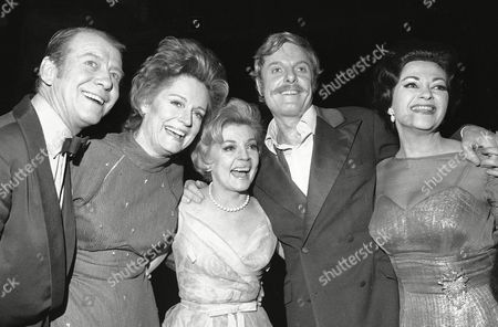 """Stars of the show """"Follies"""" are shown, from left, Gene Nelson, Alexis Smith, Dorothy Collins, John McMartin, and Yvonne DeCarlo, in New York"""