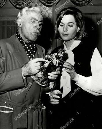 CHALES BOYER; SALLY KELLERMAN French actor Charles Boyer and actress Sally Kellerman are made up and ready at the set before shooting a scene for the American TV Series 'The Rogues', in the USA