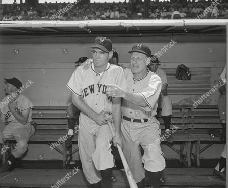 """Jim """"Dusty"""" Rhodes, who was knocking down the fences in the Southern Association with Nashville last week, joined the Giants in Cincinnati, and is shown on the dugout steps with Leo Durocher, New York manager"""