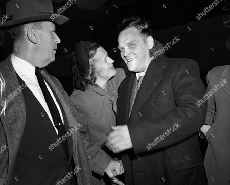 Gus Hall, Mary Elizabeth Turner, Mary Elizabeth Hall Gus Hall, Communist party leader, is greeted by his wife Elizabeth as he is returned to New York, to face a hearing on a charge of criminal contempt of court. Hall, one of 11 convicted Communist conspirators, failed to surrender last July 2 and subsequently was captured in Mexico City. His bail of $20,000 was forfeited