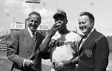"""Hank Aaron, Stan Musial, Bill Bartholomay Atlanta's Hank Aaron, center, became the ninth player in Major League history to get 3,000 hits when he """"kissed"""" a bouncer back over the pitching mound in the first inning of nightcap against Cincinnati, Cincinnati, Ohio. At left is Hall of Famer Stan Musial who was the last man to accomplish the feat, hitting his 3,000th in 1958. At right is Bill Bartholomay, owner of the Braves"""