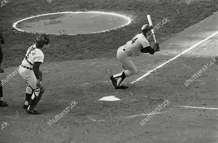 Henry Aaron, Hank Aaron, Johnny Bench Hank Aaron, cracked out his 2,999th hit in the National League in eighth inning against Cincinnati, in Cincinnati, Ohio. Aaron and Reds catcher Johnny Bench watches the flight of the ball as it sped down the left field line. Aaron needs one more hit to become the eighth man in history to get 3,000 hits in their career. St. Louis's Stan Musial last turned the trick in 1958. Reds beat Atlanta, 2-0