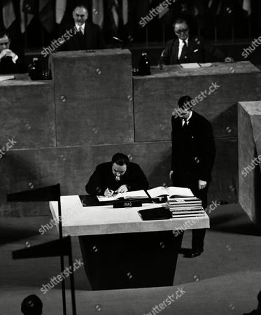 Abdullah Ibrahim Bakr signs of Japanese peace treaty for Iraq at San Francisco, Calif., on